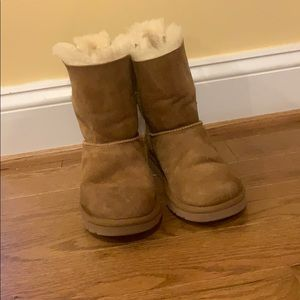Girls bailey bow uggs